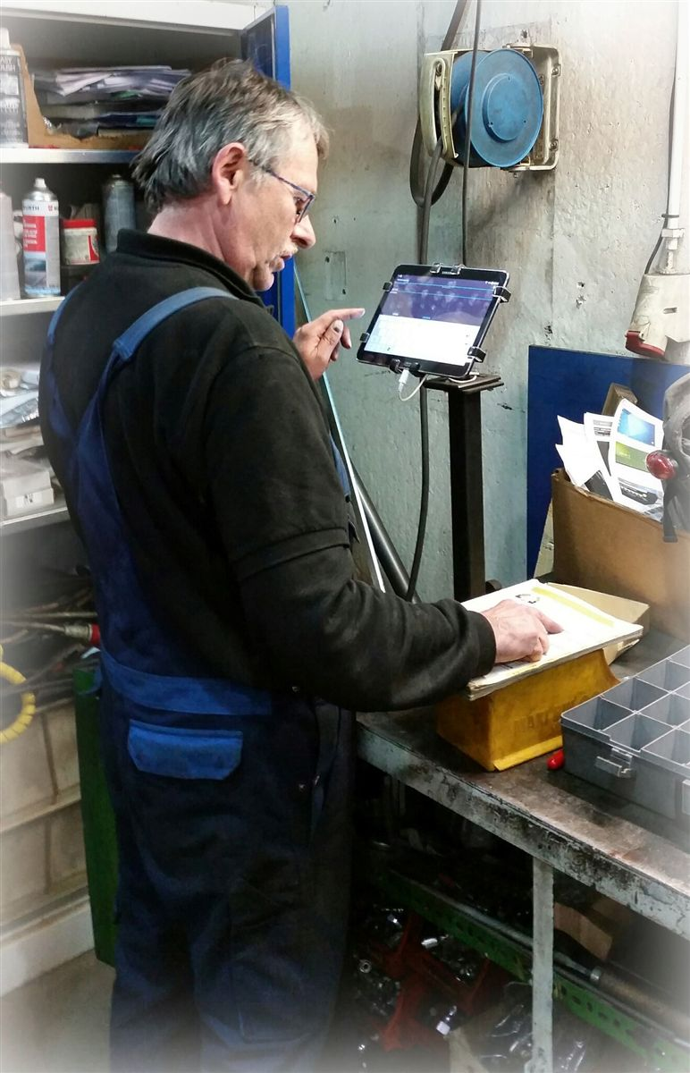 tablet in workshop gripzo grip
