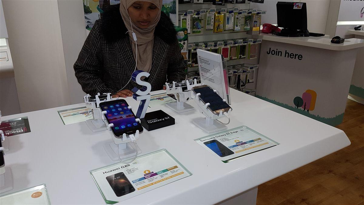 gripzo, smartphone security, anti theft bracket, black, metal, mechanical