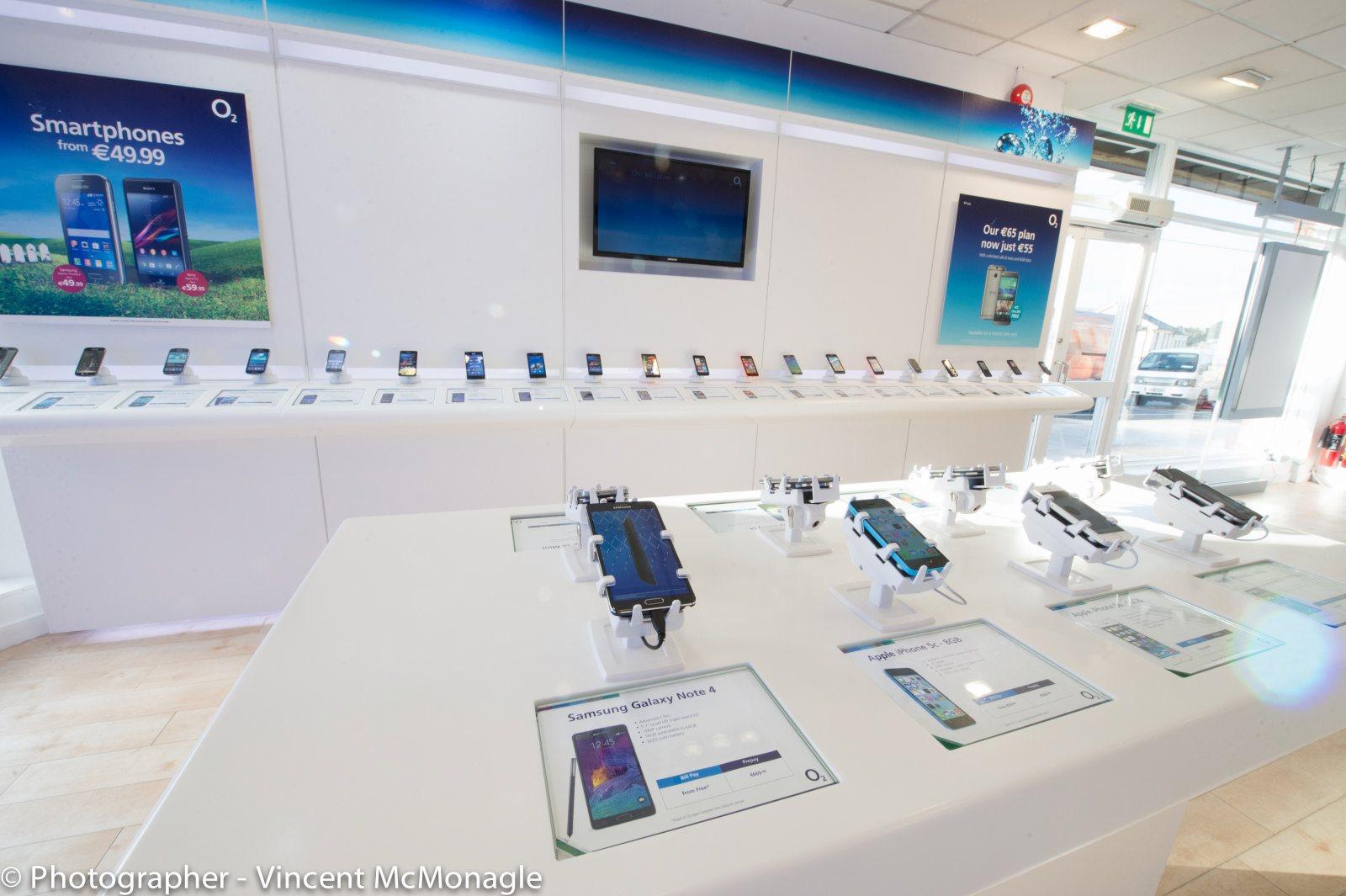 gripzo-o2-three-mobile-live-display-table-125.jpg