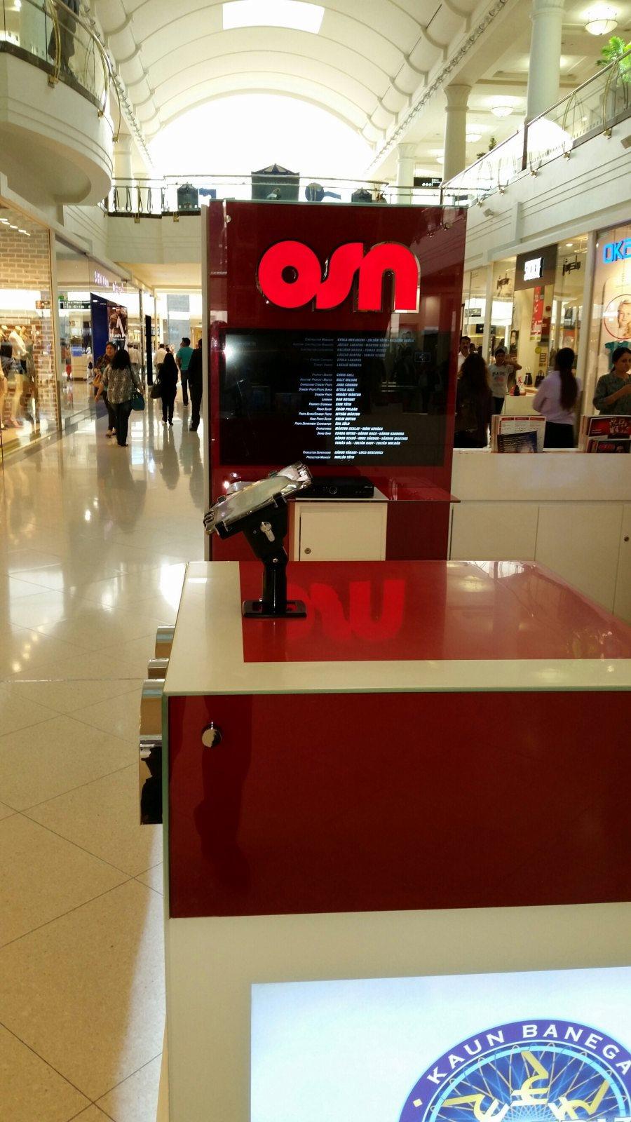 gripzo-shopping-mall-desk-mount-tablet-grip.jpg